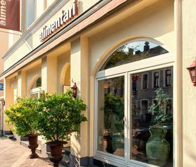 http://www.alimentari-os.de/restaurant/wp-content/uploads/2016/09/alimentari_ristorante_1170x780_01-400x340.jpg